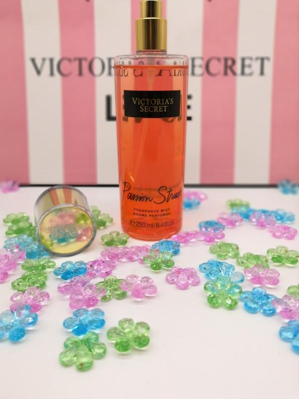 LUX Спрей для тела Victoria'S Secret Passion Struck  (круглый) 250 ml